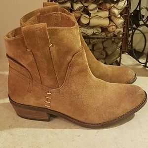 Dolce Vita brown booties size 6 NWOT